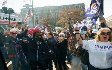 تظاهرات علیه بایدن به راه افتاد