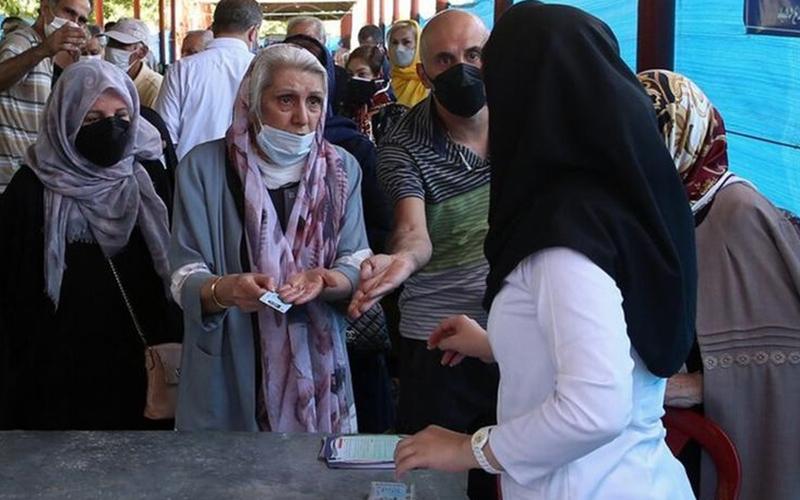 دوز اول اسپوتنیکوی، دوز دوم آسترازنکا / تزریق ترکیبی واکسنهای کرونا در ایران رسما تائید شد