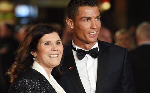 رونالدو به مادرش اجازه ورود به ورزشگاه را نداد