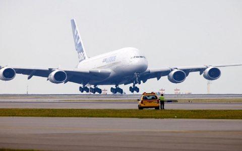 فرود اضطراری یک هواپیمای آمریکایی در فرودگاه آتن