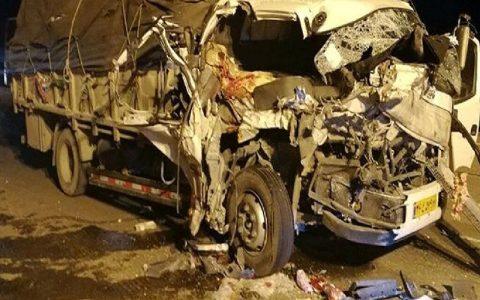 مرگ ۵ عضو یک خانواده در سقوط کامیون به دره