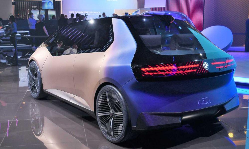بی ام و از خودرو کانسپت قابل بازیافت i Vision Circular رونمایی کرد
