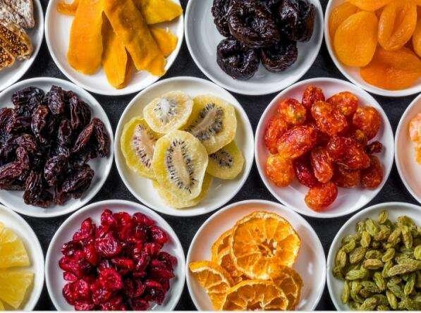 ۶ روش ساده خشک کردن میوه در خانه