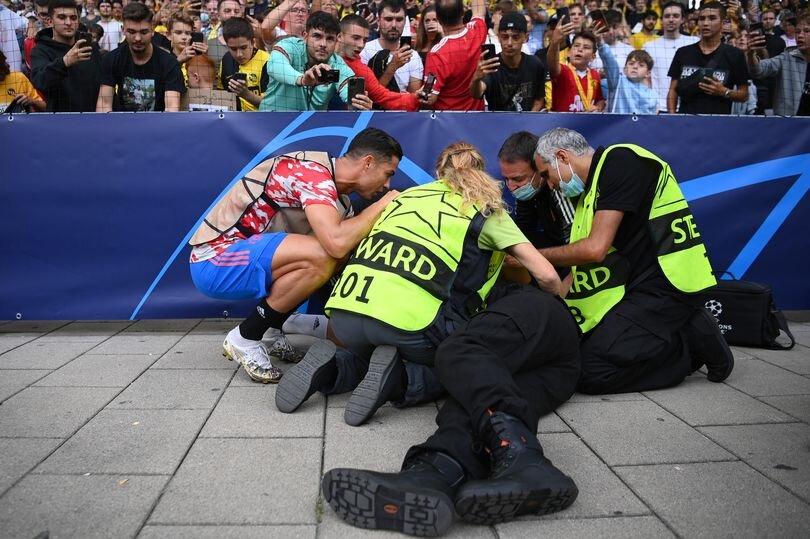 رونالدو مأمور امنیتی را ناکار کرد/عکس