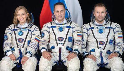 بازیگر روسی سوار بر موشک سایوز به فضا رفت