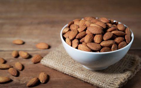 ۵ خاصیت شگفتانگیز مصرف منظم بادام برای سلامتی